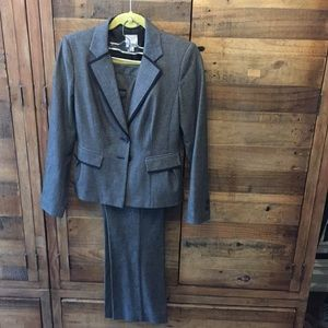 Pre-Loved Halogen Suit - Sz 2